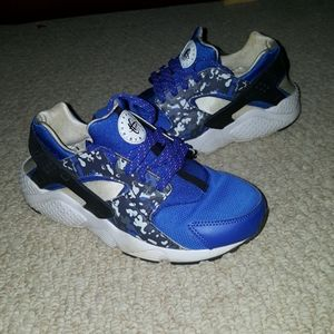 Nike Huarache Running Shoes Size 6Y blue laces